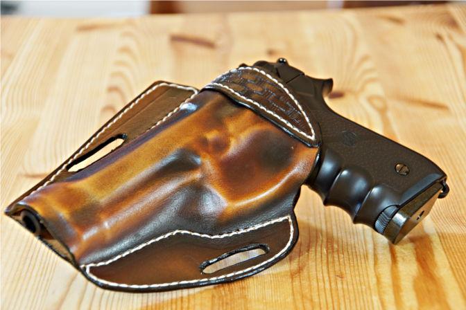 Lederholster für eine Beretta 92 FS Airsoft Pistole. (C.B.)