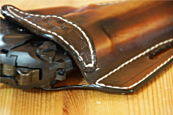 Details im oberen Bereich des Lederholsters. (C.B.)