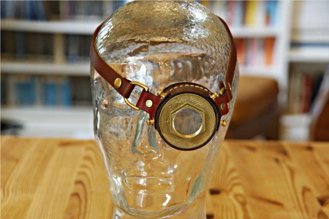Steampunk Monokel getragen von einem Glaskopf. (C.B.)