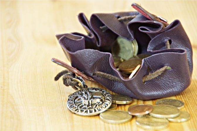 Talersack geöffnet mit Münzen. (C.B.)