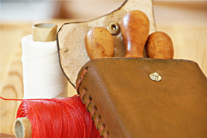 Geöffnete Werkzeugtasche aus Leder. (C.B.)