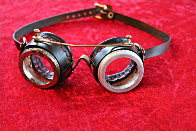 Basismodell Steampunk Goggles mit Metallteilen.