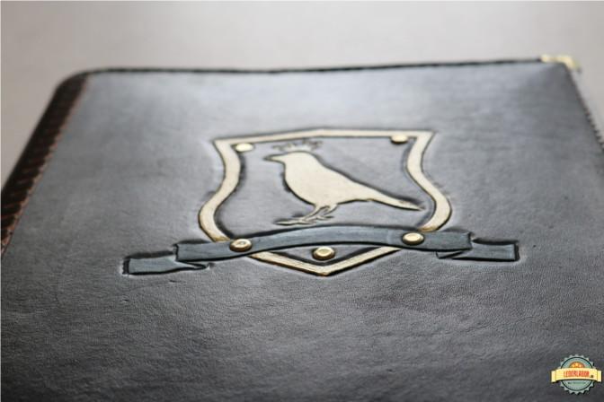 Das Motiv ist mit einer speziellen dehnbaren Acrylfarbe aufgetragen.