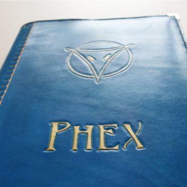 Handgefertigtes Ledercover im A4 Format mit dem Motiv der Gottheit Phex