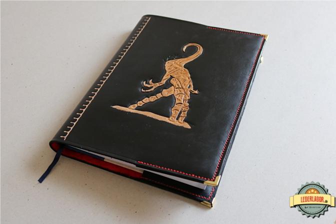Handgefertigtes Nyarlathotep Ledercover im A4 Format.