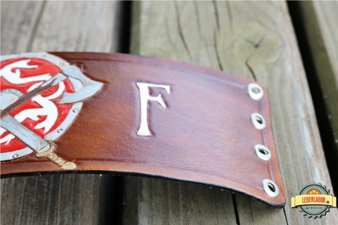 Rechte Seite mit dem F für Feuer.