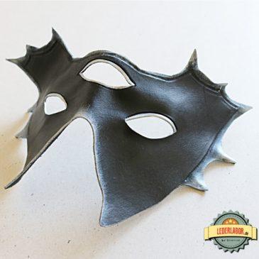 Die Maske des Meisters – eine Lederstudie