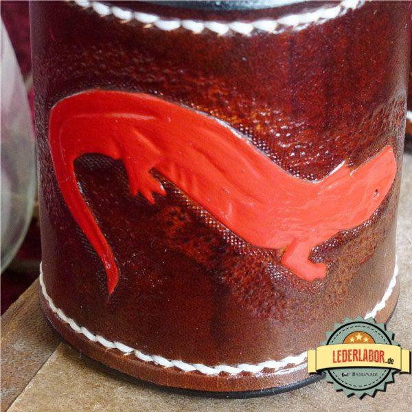 Punzierarbeit: Roter Salamander.