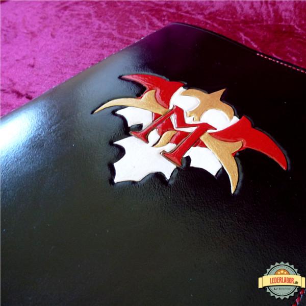 Monono Cosplays Logo als Punzierarbeit.
