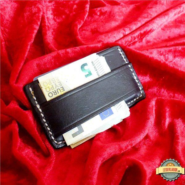 Geldscheine hinter Cash-Strap.