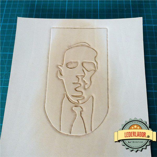H.P. Lovecraft Portrait als Punzierarbeit ohne Farbe.