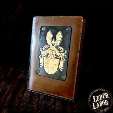 Wappen und Wappengestaltung auf einem Ledereinband
