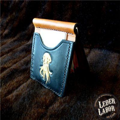 Money-Clip Lederbörse mit Cthulhu Motiv.